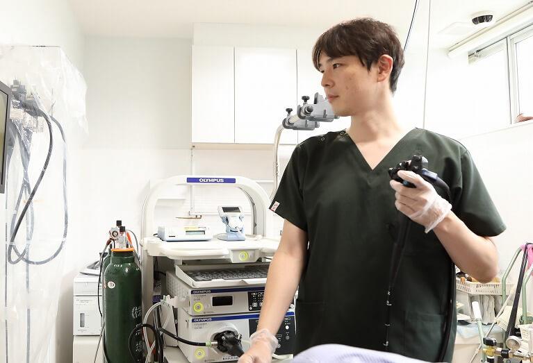 上部消化管の出血(下血)疑いの場合、まず胃カメラを行います